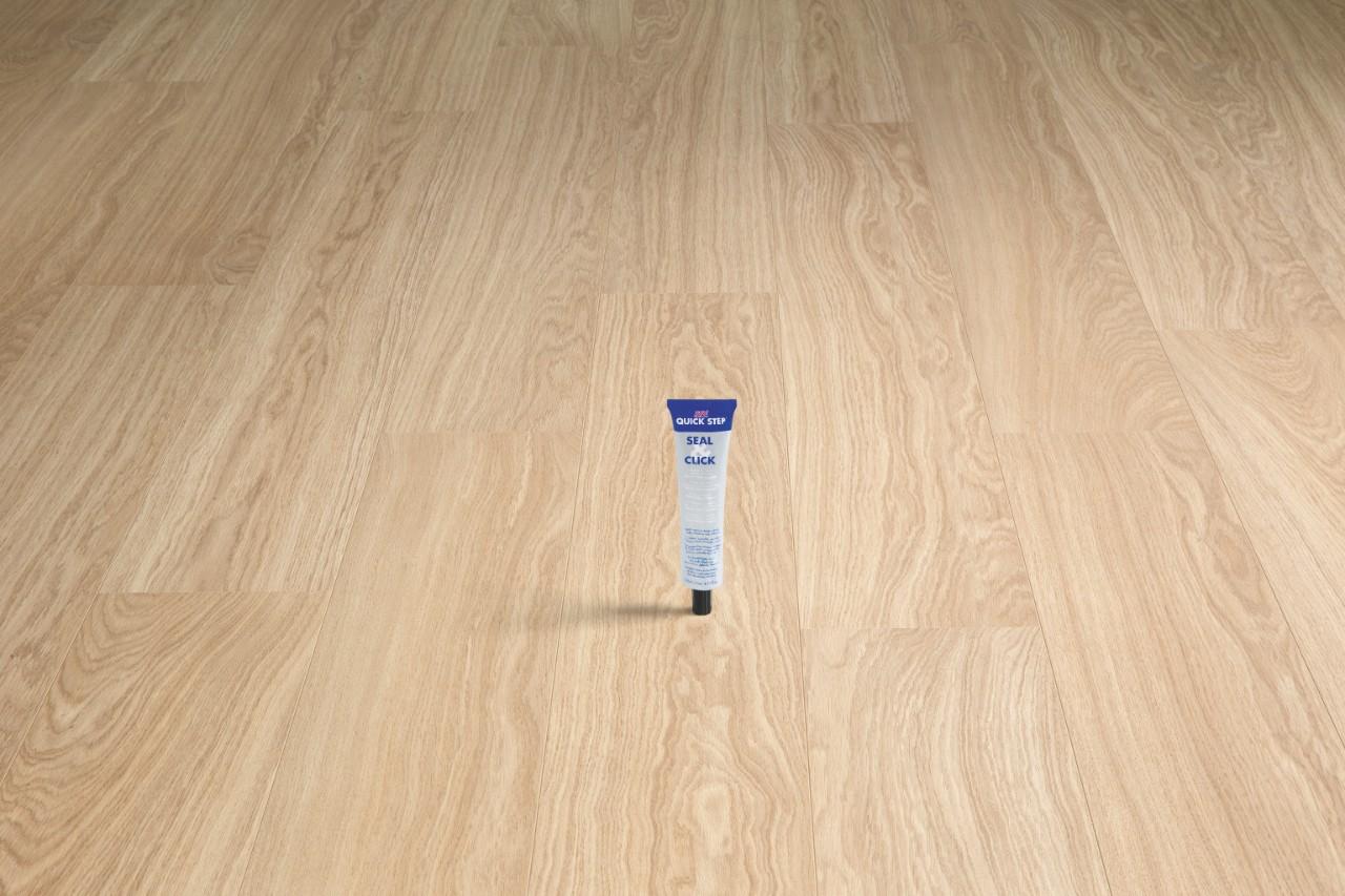 so installieren sie einen quick step laminatboden laminat holz und vinylb den. Black Bedroom Furniture Sets. Home Design Ideas