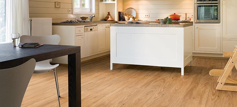 Elegir el suelo ideal para su cocina for Suelos laminados para cocinas