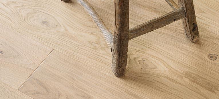 Zalety wstępnie wykończonej podłogi drewnianej