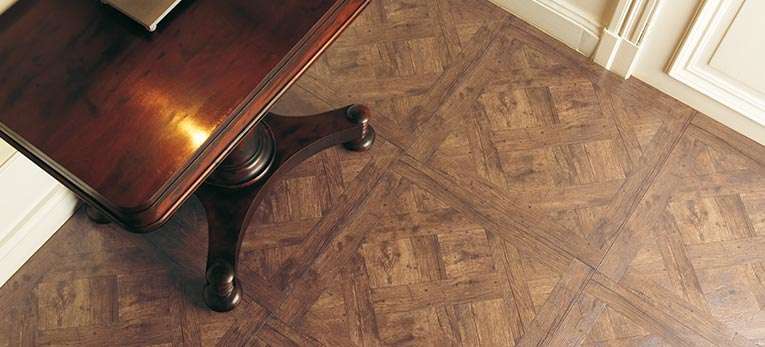 Dare to go square. Laminate Arte Versailles