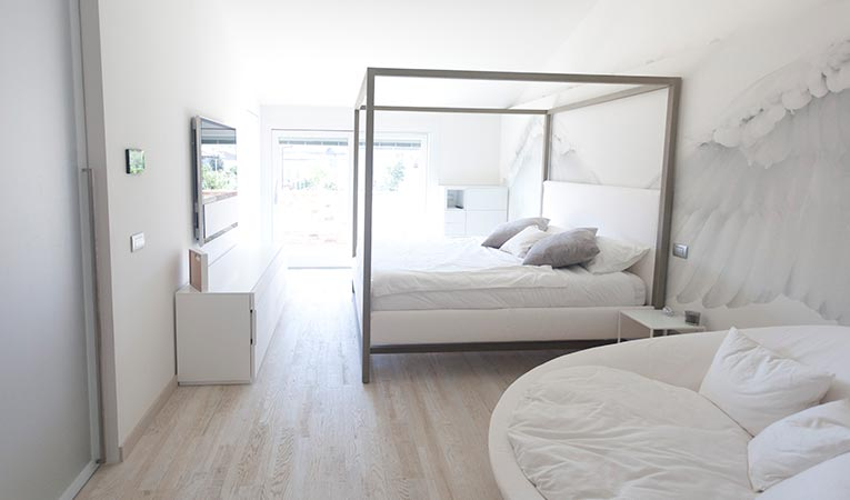 Hardhouten Quick-Step vloer in Variano, eik geverfd wit geolied,, slaapkamer