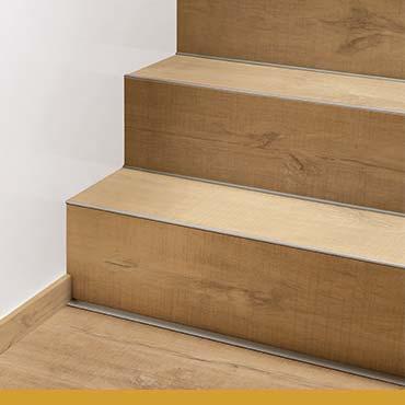 Виниловое напольное покрытие на лестнице