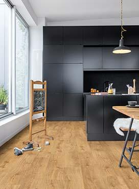heller holzboden wohnzimmer parkettboden heller boden helle decke und eine dunkle rückwand tipps tricks für innenräume laminat holz vinylböden