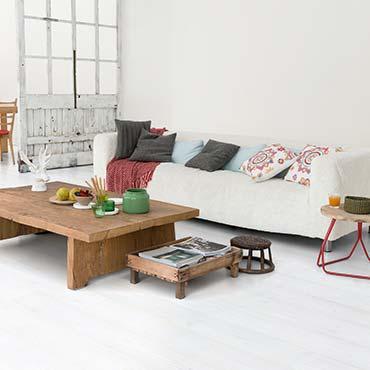 Interiores en blanco y beige claro