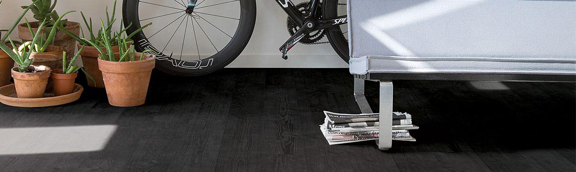 Bedwelming Zwarte houten vloeren #JB97