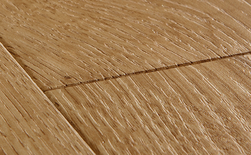 Laminate flooring with intense wood structure