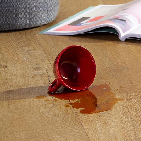 Почему виниловое напольное покрытие идеально подходит для кухни, влагостойкость