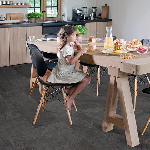 Почему виниловое напольное покрытие идеально подходит для кухни, исключительное качество и прочность